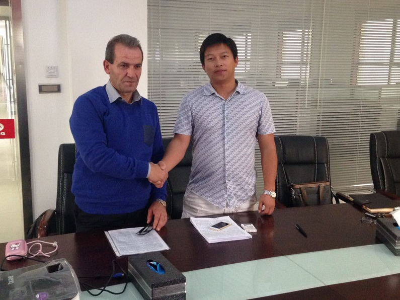 Middle asia customer sign agreement of beiben 6*6 trucks